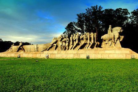 """""""Monumento às Bandeiras"""" faz 61 anos e comemora aniversário junto com SP"""