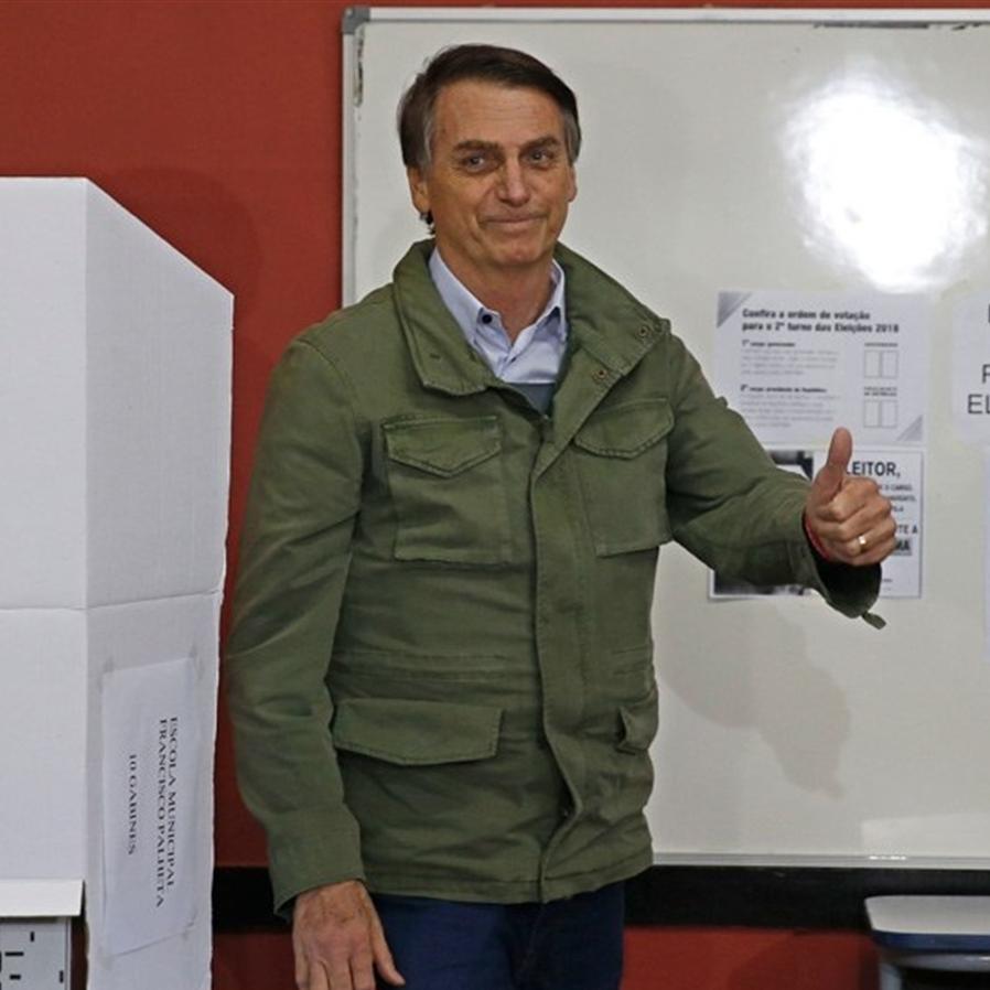 """Eleitor de Bolsonaro é absolvido por anotar """"17"""" no caderno de votação"""