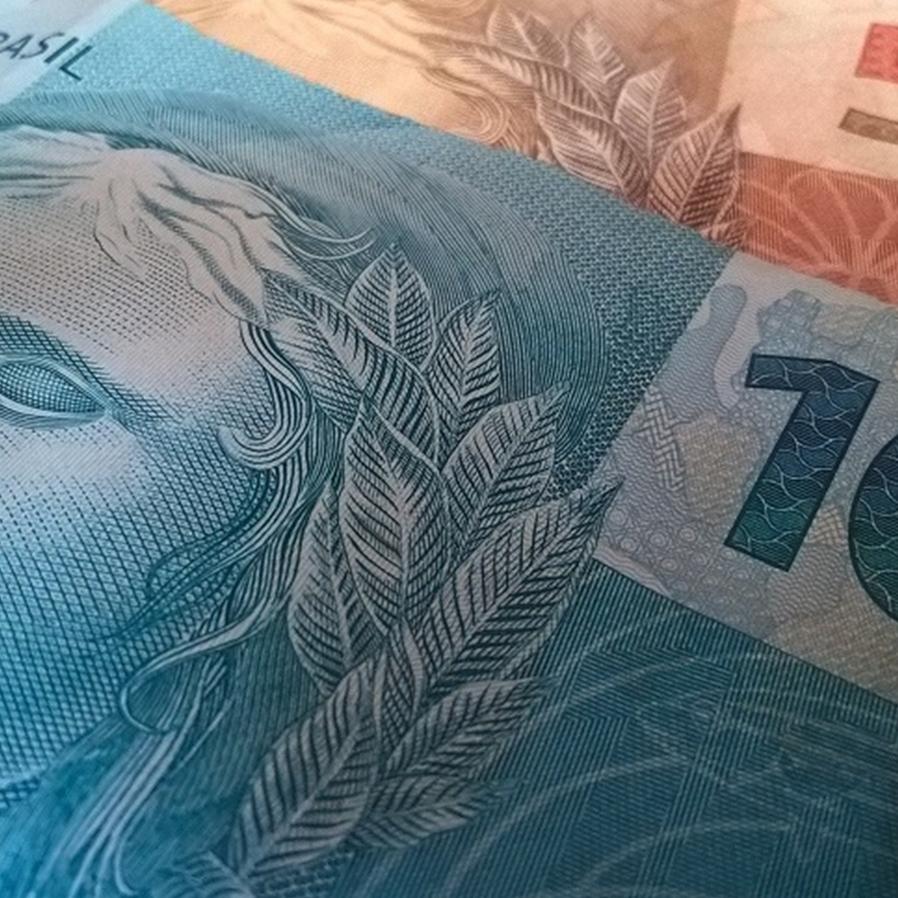 Justiça autoriza penhora de 30% de salário de deputado Federal