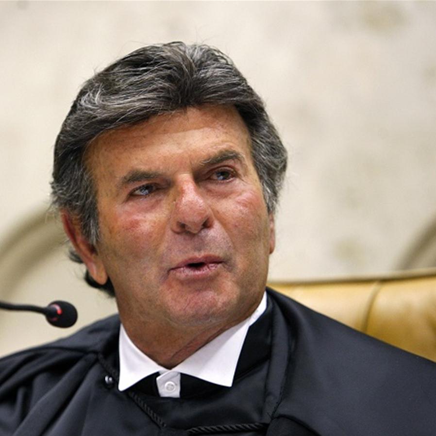 Fux exonera secretário da Corte que pediu reserva de vacinas contra a covid-19