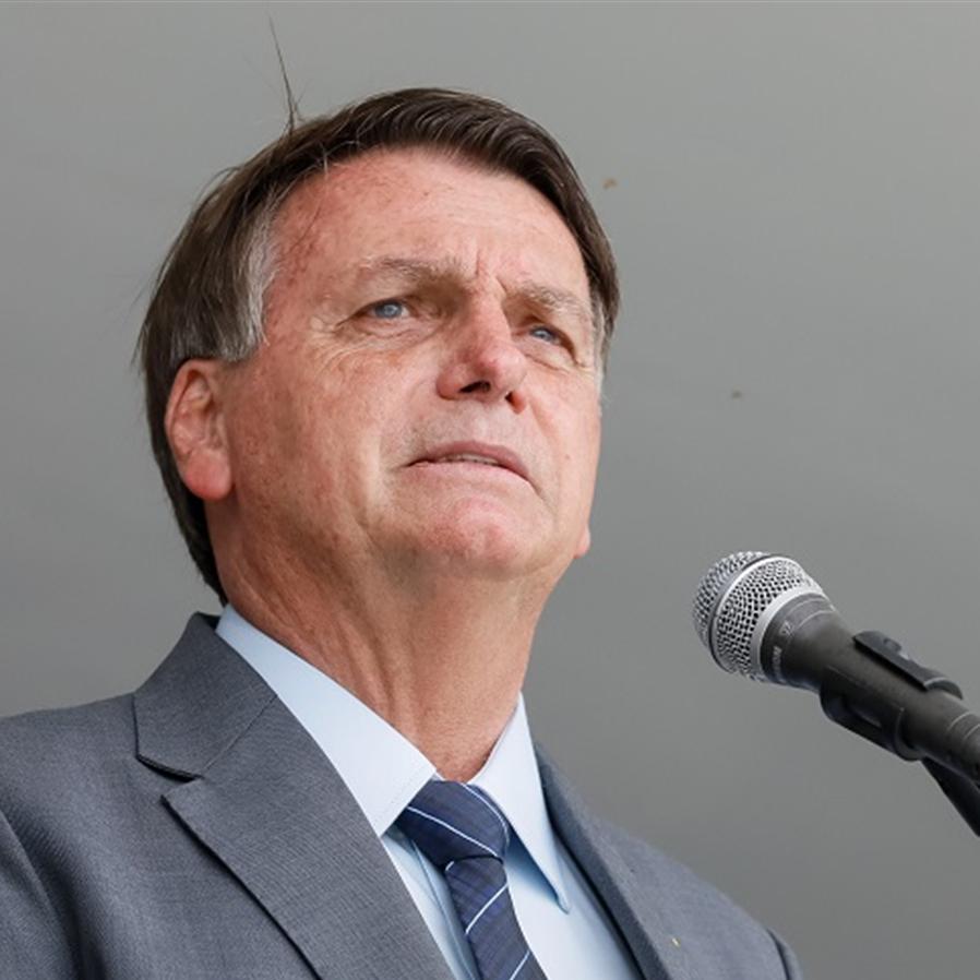 Bolsonaro edita MP que permite compra de vacina sem aval da Anvisa