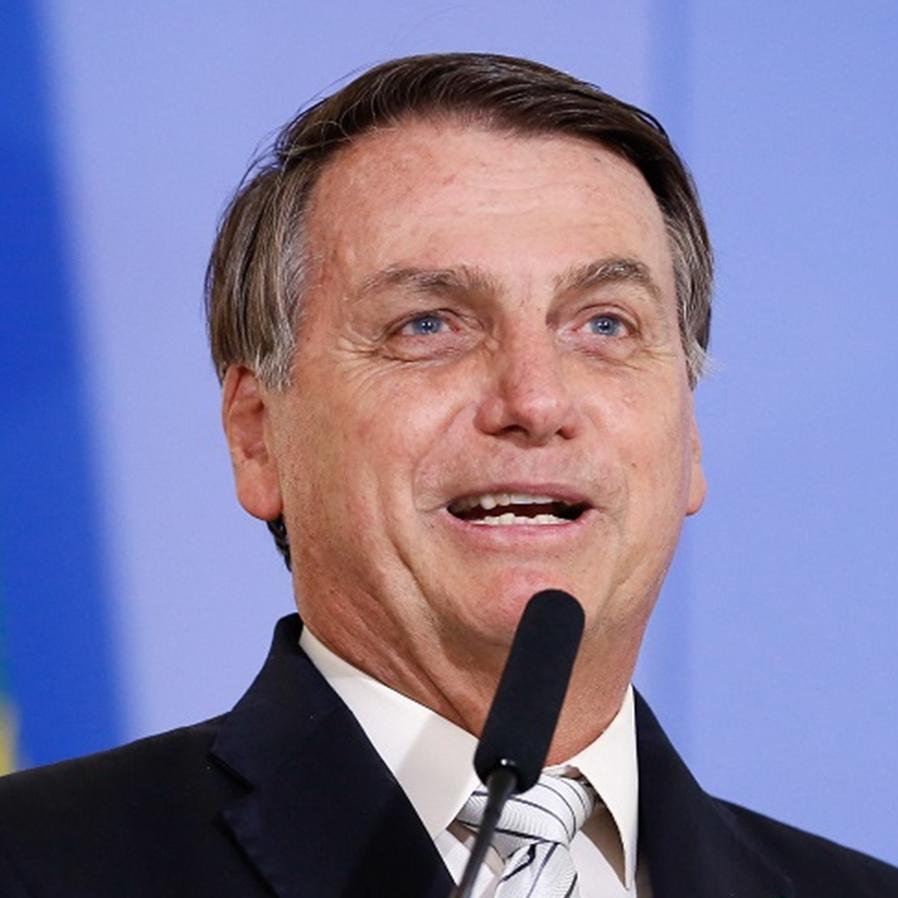 Bolsonaro sanciona com vetos lei que aliviava dívidas de times de futebol