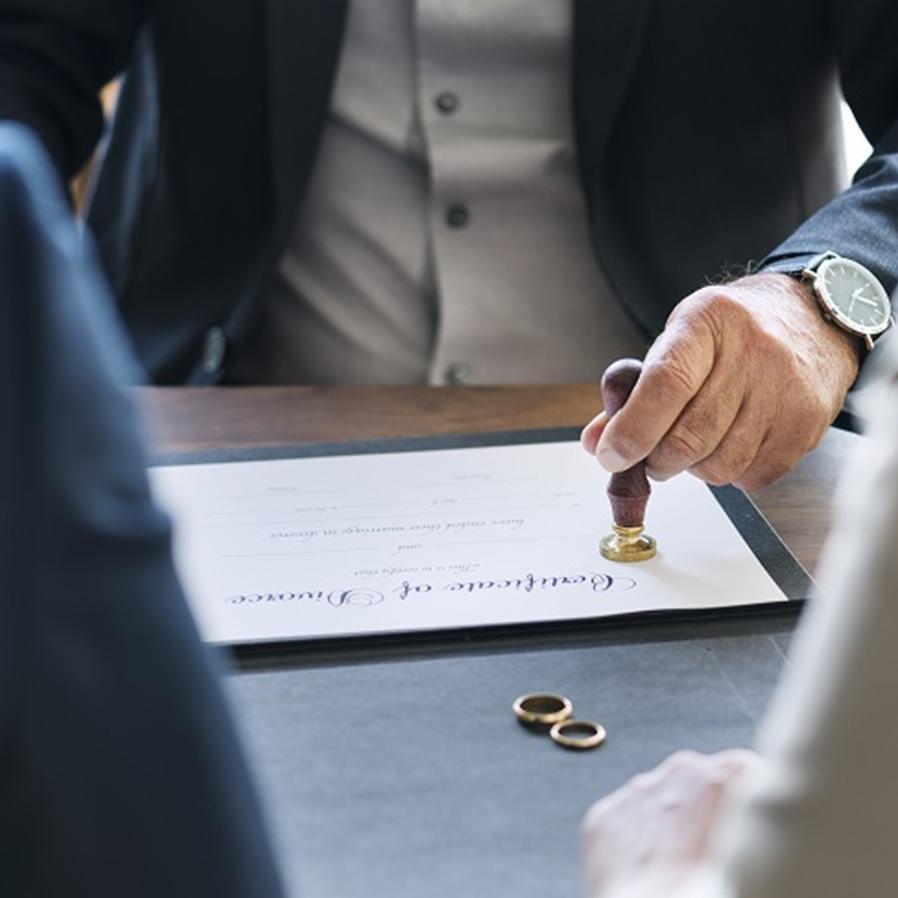 Mulher não pode alterar nome no Brasil após casamento e divórcio ocorridos no Japão