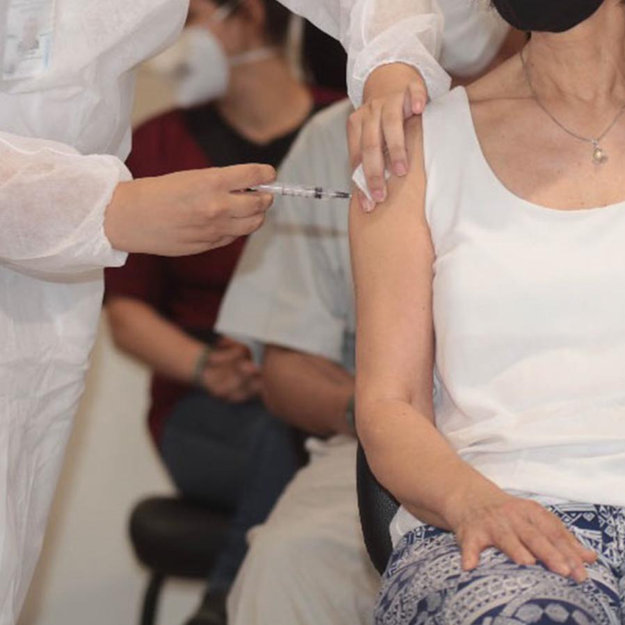 Vacinação em Manaus é suspensa temporariamente após denúncias