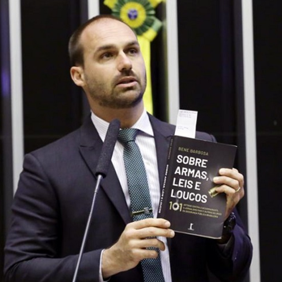 Eduardo Bolsonaro é condenado por ofender Patrícia Campos Mello