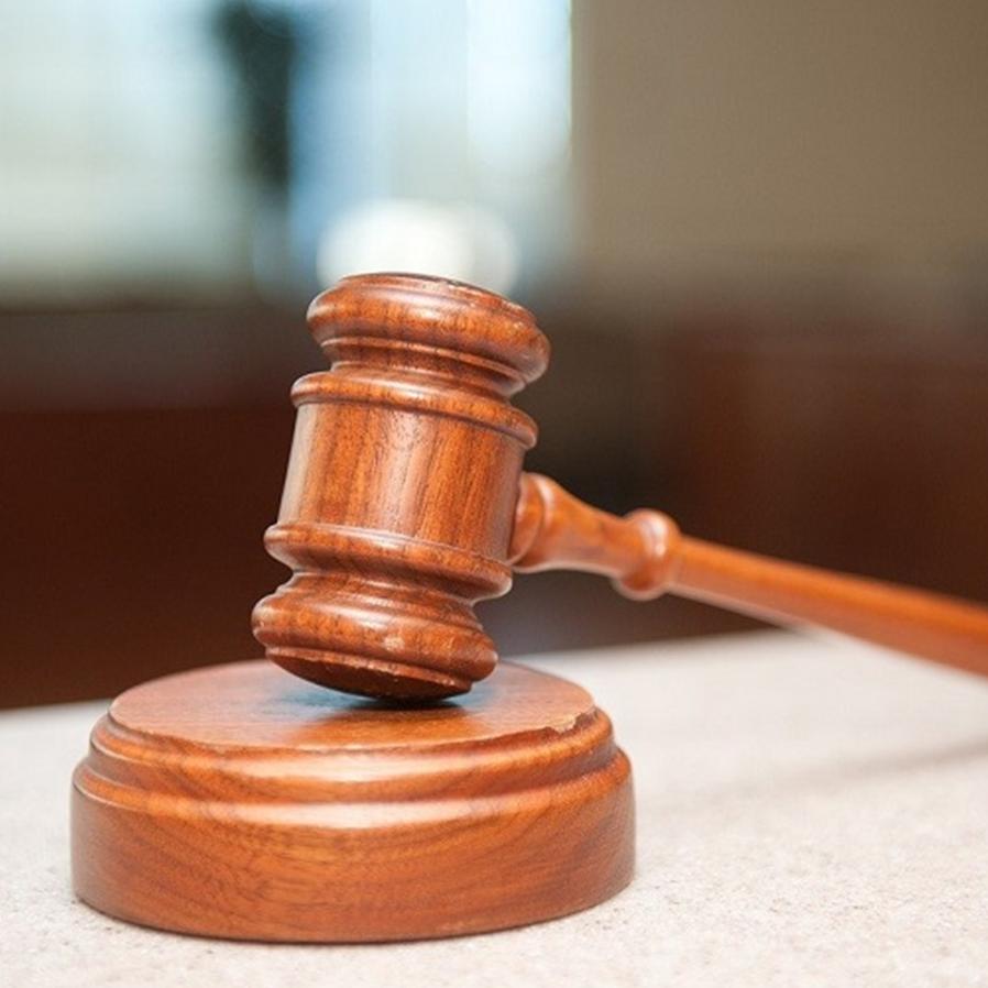 Cerceamento da palavra do advogado gera nulidade em condenação de júri