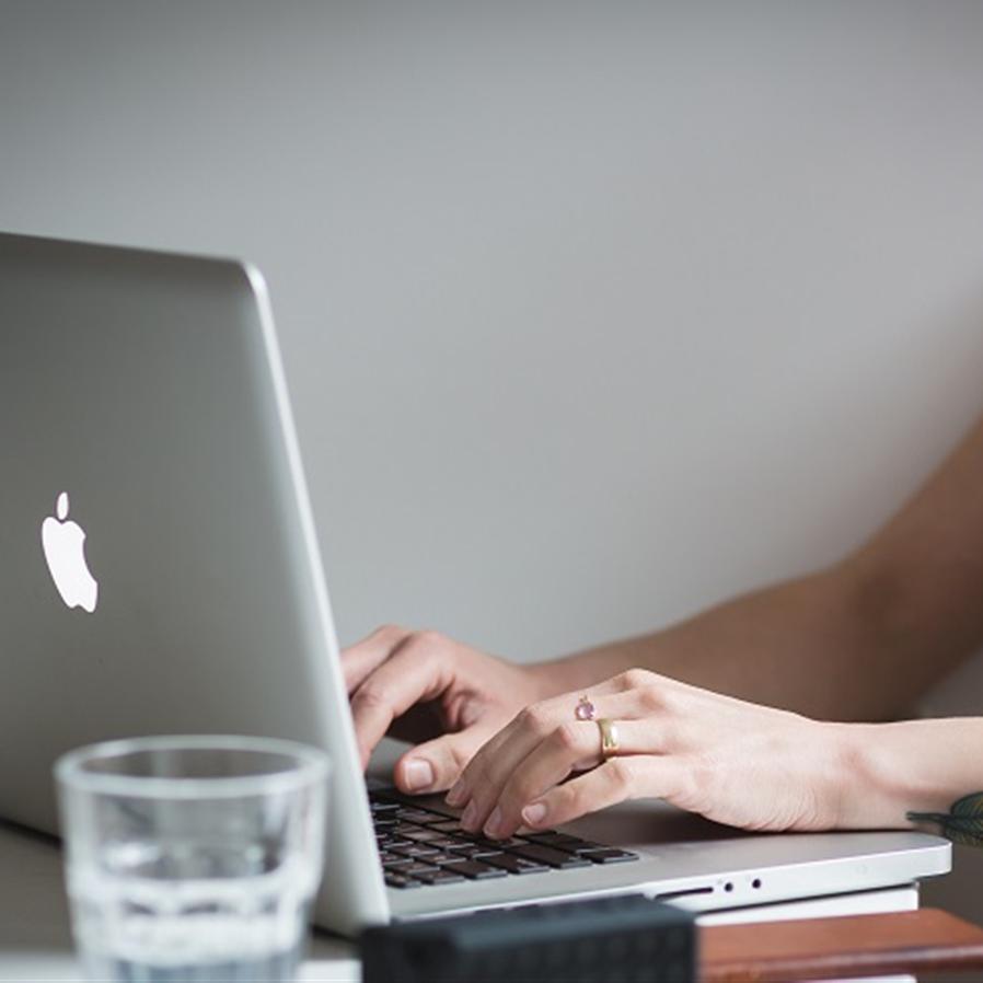 Apple substituirá notebook que apresentou defeito 1 ano e meio depois