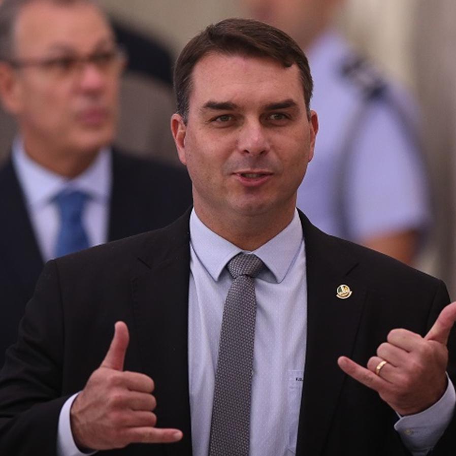 STJ anula quebra de sigilo bancário de Flávio Bolsonaro