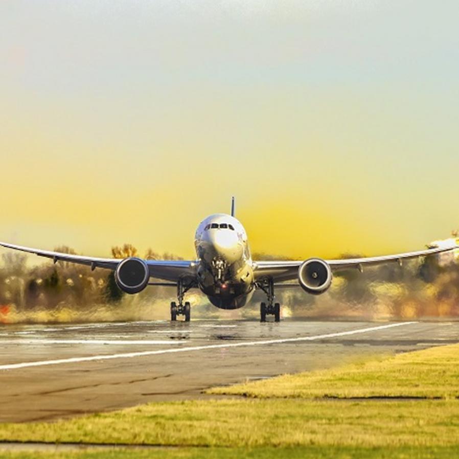 Alíquota de 15% para setor aéreo pode aumentar passagens, diz advogado