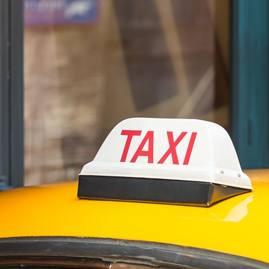 STF: É inconstitucional comercialização de alvará de táxi