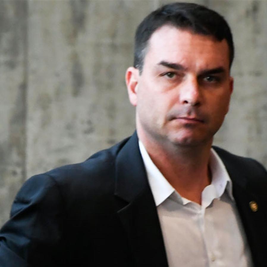 """Em derrota de Flavio Bolsonaro, STJ mantém caso das """"rachadinhas"""""""