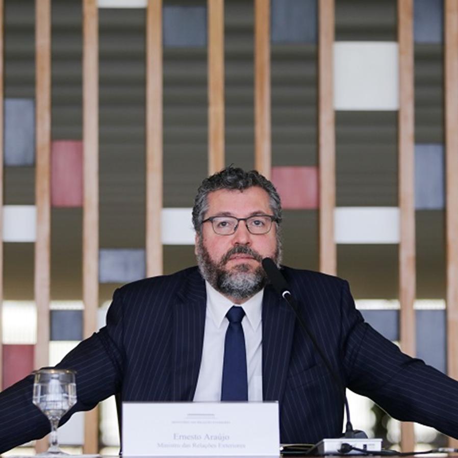 Senadores apresentarão ao STF pedido de impeachment de Ernesto Araújo