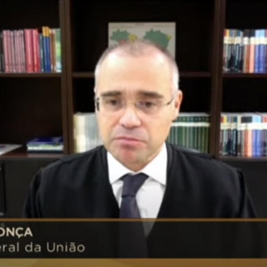 André Mendonça, pastor e AGU, defende culto presencial