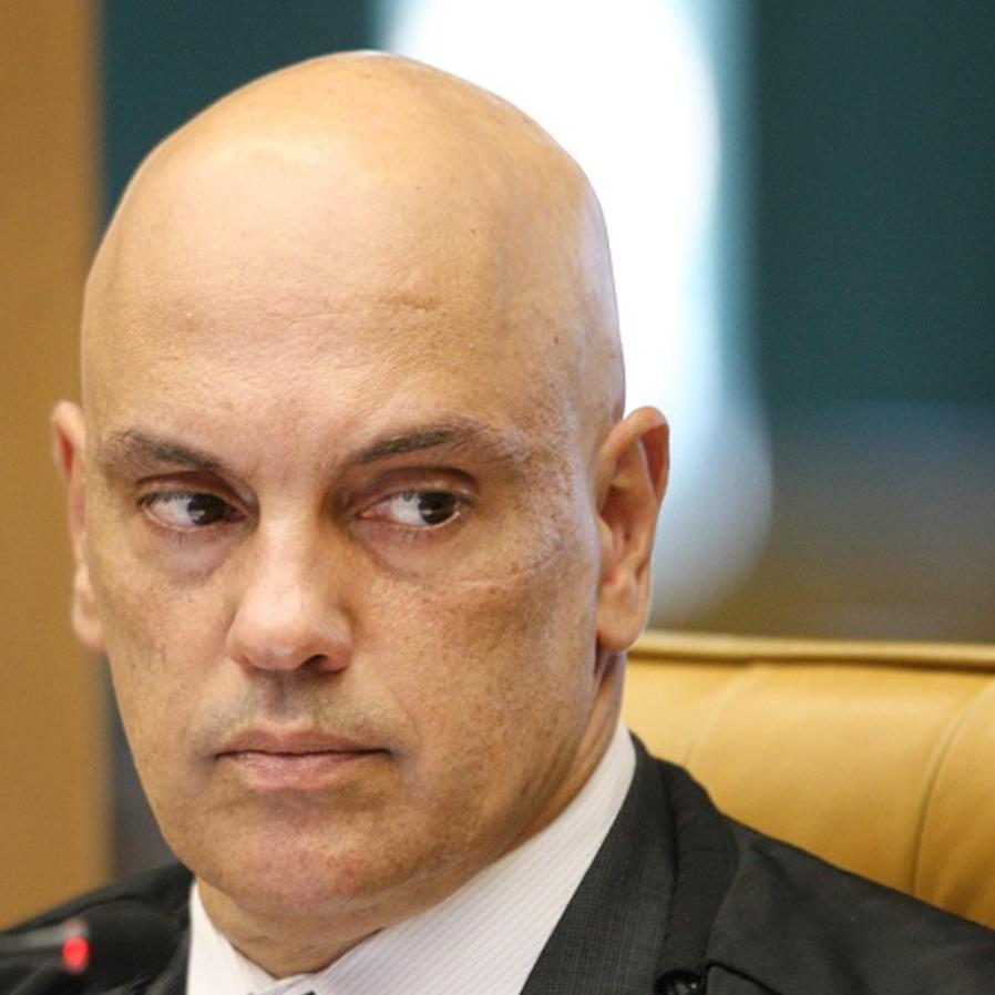 """Moraes dá bronca em advogados na sessão: """"não é jogo de futebol"""""""