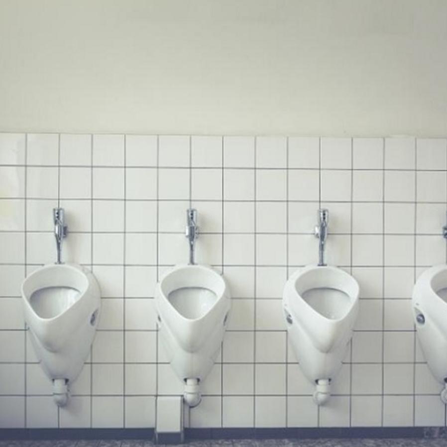 TRT-4: Controlar hora de funcionário usar banheiro não gera dano moral