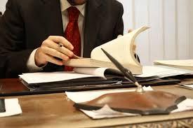 Advogado indenizará ex-cliente por não comunicar renúncia