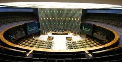 PL da Câmara aumenta duração de estágio para advogados e engenheiros