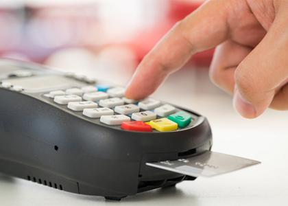 Consumidor que teve cartão rejeitado por saldo insuficiente será indenizado