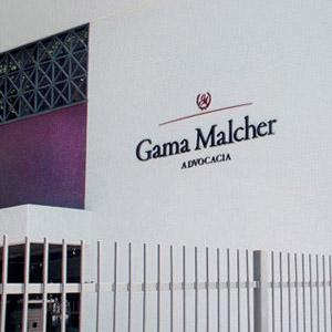 As faixas em magenta colorem a fachada da banca de Belém/PA.
