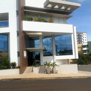 Em Coronel Vivida/PR, o escritório é marcado pela grande estrutura física e pelo design moderno do prédio.