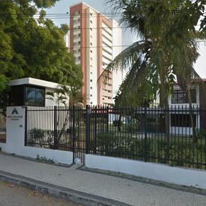 A fachada do escritório de Fortaleza/CE se destaca pela área arborizada.