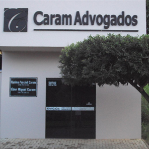 No norte do país, em Ouro Preto do Oeste/RO, o escritório situa-se numa área arborizada.