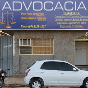 Uma extensa placa com a balança da Justiça caracteriza o escritório da Cidade das Águas, Três Lagoas/MS.