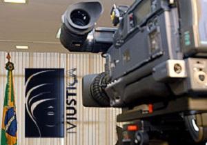 Superexposição de julgamentos e a transmissão da TV Justiça são analisados por advogados