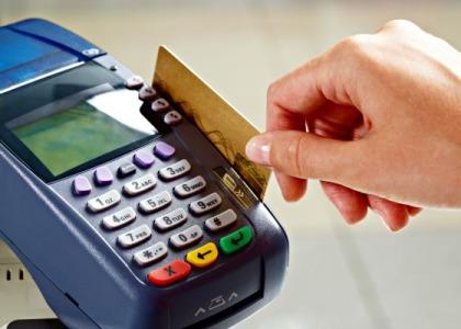 Diferenciação entre pagamento em dinheiro, cheque ou cartão de crédito é abusiva