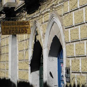 O casarão antigo abriga o escritório de Potosí/Bolívia, cidade conhecida pelo seu vasto patrimônio arquitetônico.