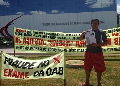 Bacharel acampa em frente ao prédio OAB para protestar contra exame de Ordem