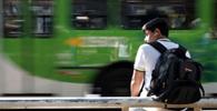 Empresa de ônibus indenizará aluno por não atender asinal de parada