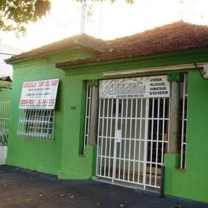 Preocupado com a segurança, o escritório de Goiânia/GO fechou com grades a frente da banca.