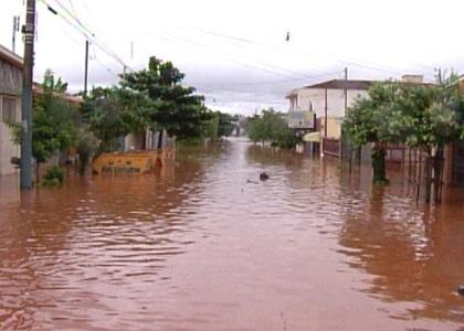 Prefeitura deve ressarcir munícipes por perdas em inundação
