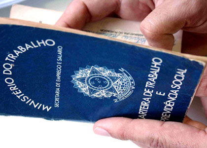 Lei 12.964 prevê multa para quem não assinar carteira do empregado doméstico