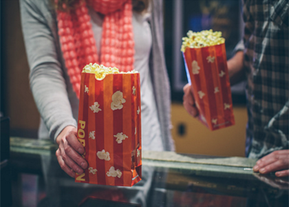 Proibir entrada no cinema com alimentos é abusivo