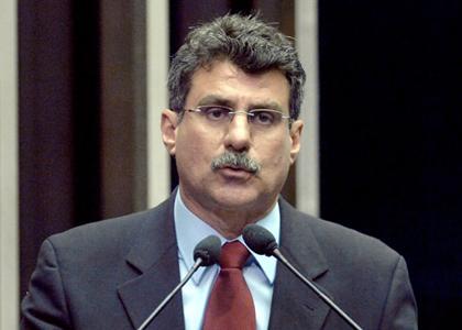 Romero Jucá  apresenta PLC de regulamentação dos direitos dos domésticos