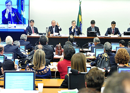 Comissão da Câmara aprova PL das 10 medidas contra a corrupção