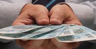Banco é condenado a pagar horas extras a advogada