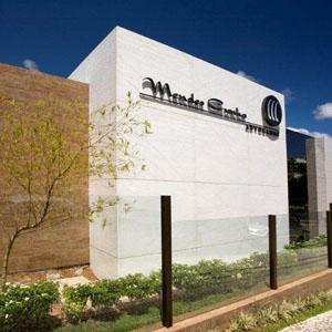 Instalado em uma estrutura moderna, o escritório de Natal/RN se destaca pelo bem cuidado jardim.
