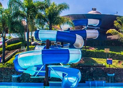 Parque aquático deverá indenizar por acidente em tobogã