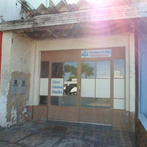 O clique do fotógrafo pegou os raios de sol refletidos na entrada do escritório de Lucélia/SP, pacata cidade paulista.