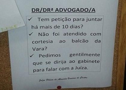 Juíza do RJ recebe advogados caso não sejam atendidos com cortesia no balcão da vara
