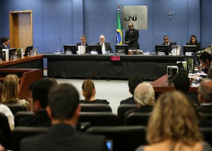 CNJ suspende investigação contra juiz que executou penas do mensalão