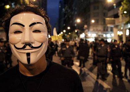 Lei fluminense que proíbe máscaras em manifestações é constitucional