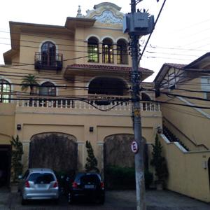 A arquitetura preservada do antigo casarão é o diferencial da fachada do escritório de São Paulo/SP.