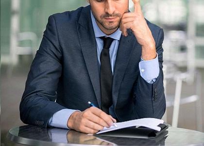 Advogado associado não consegue vínculo empregatício com escritório