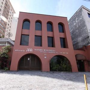 Arcos marcam o formato das janelas e portas do escritório da Terra da Garoa, São Paulo/SP.