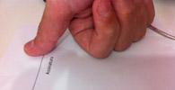 Banco é condenado por firmar contrato com analfabeta sem testemunha