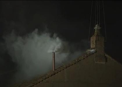 Fumaça branca no Vaticano indica que novo papa foi escolhido